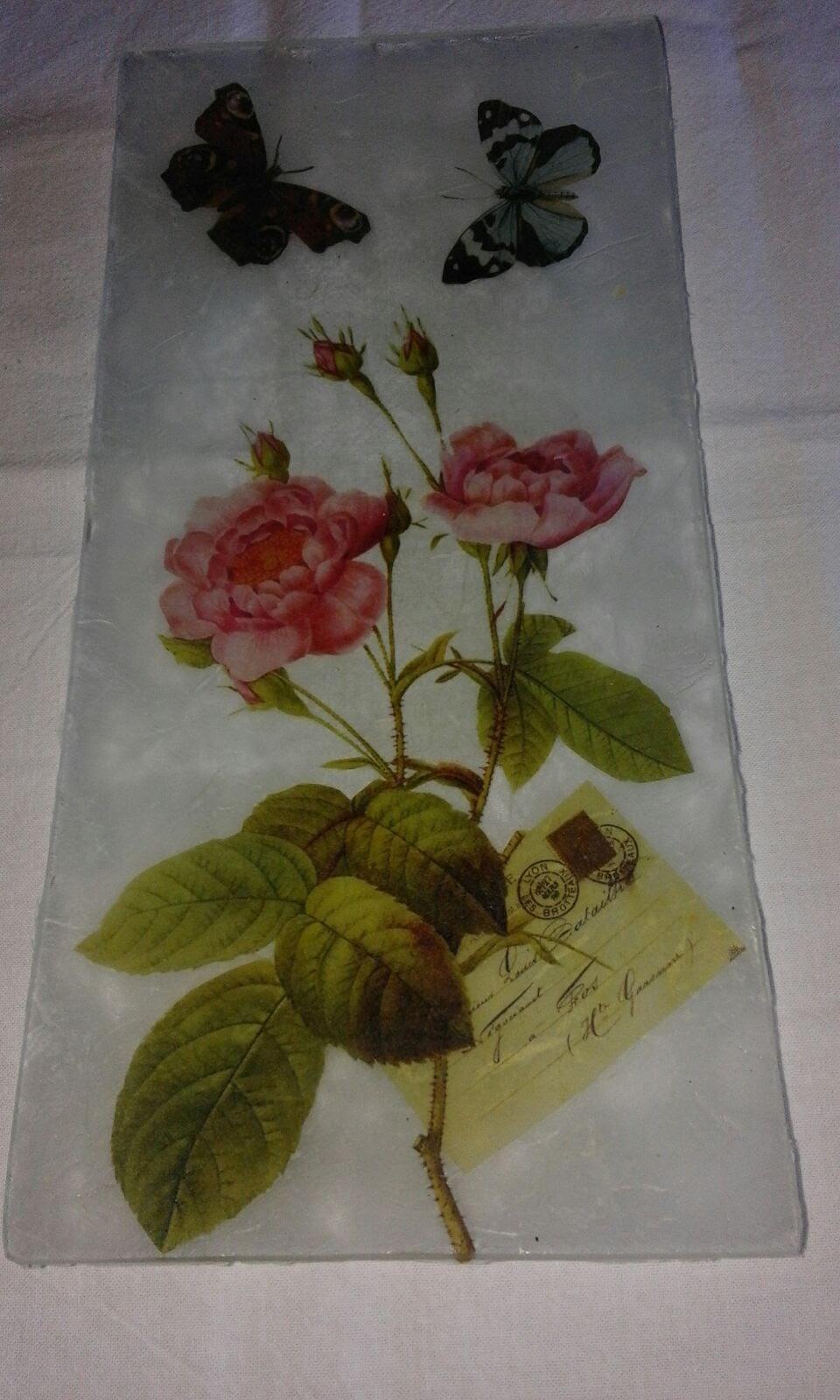 bandeja de vidrio con 2 rosas