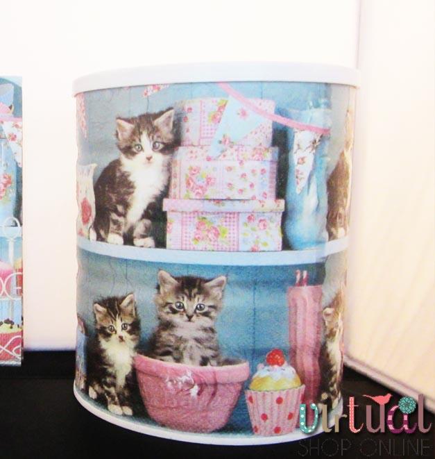 Hucha decorada con servilletas de gatitos con la técnica de Decoupage