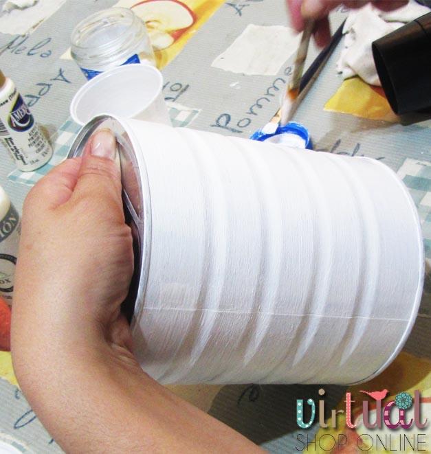 Dándole la capa de pintura acrilica blanca para evitar que se vea el fondo
