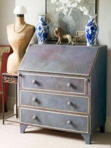 mueble trabajado con pintura a la tiza